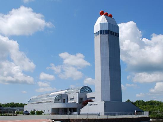 ◆標津サーモン科学館外観 遠くからでもよく目立つ「イクラタワー」を目指してGO!