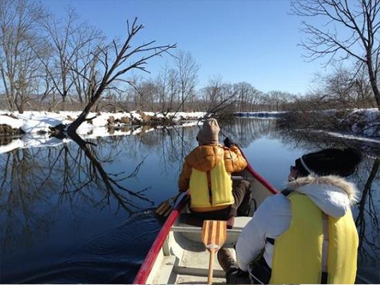冬の湿原カヌーツアー。静寂の世界をお楽しみ下さい。