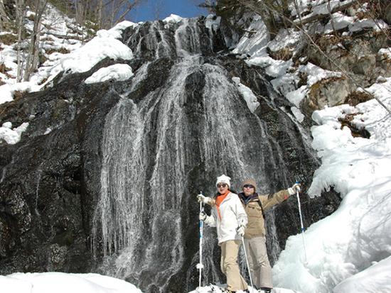 厳冬期でも凍らない大雪国立公園内の「霞の滝」まで、ゆっくりのんびりトレッキング