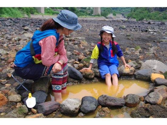天然温泉掘り体験