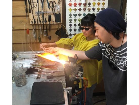 窯元散策と耐熱ガラスを使ったペンダント作り体験!