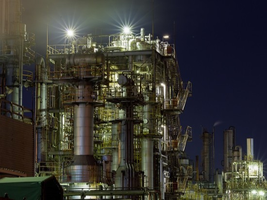 【工場夜景&横浜ライトアップクルーズ】幻想的な巨大工場群の光景と感動的な横浜夜景をお楽しみいただけます!