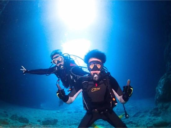 大人気! 無料餌付け&水中撮影付き!<青の洞窟ボート体験ダイビング>
