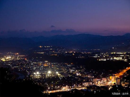 日中とは違った趣を見せる夜の金沢観光