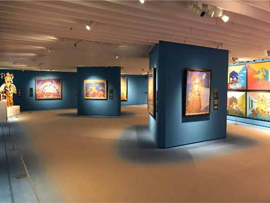 独創的なスタイルと精力的な作品制作で有名な「絹谷幸二美術館」