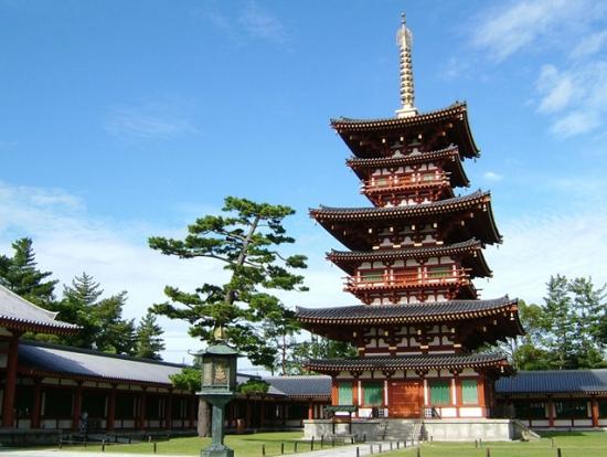 華麗な白鳳伽藍の「薬師寺」