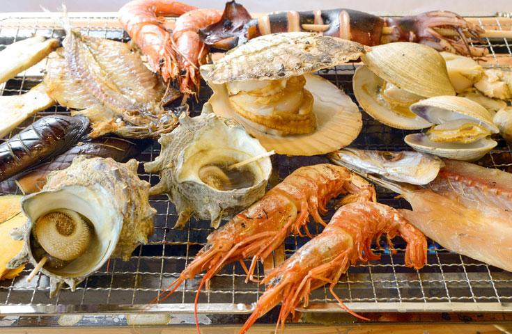 新鮮な海鮮を目の前で焼く「海鮮浜焼き」