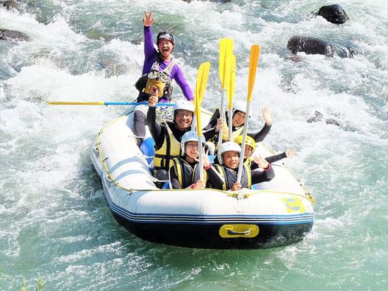 透き通る水の激流を下る!空知川(シーソラプチ川)ラフティング
