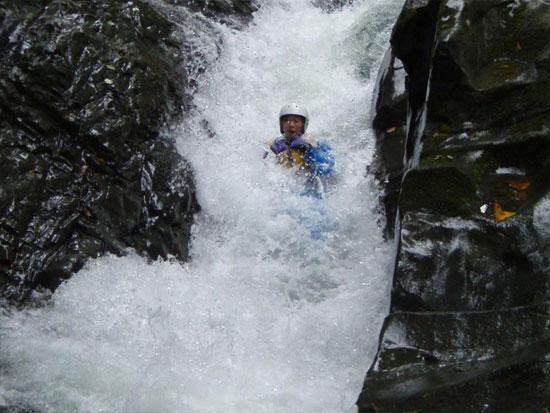 体一つで川を下る!天然のウォータースライダー!キャニオニング!