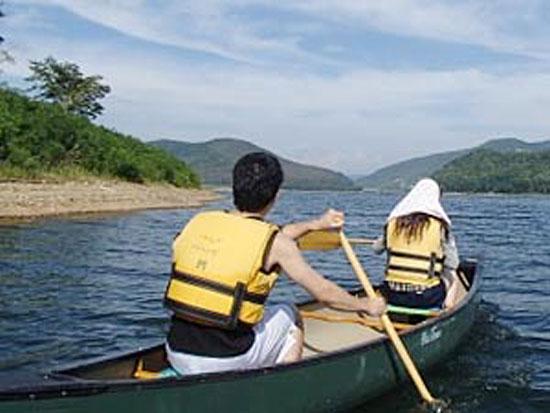 ゆったり楽しむ湖上散策!カナディアンカヌー【早朝コース】