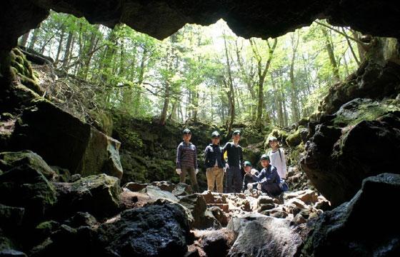 洞窟(イメージ)