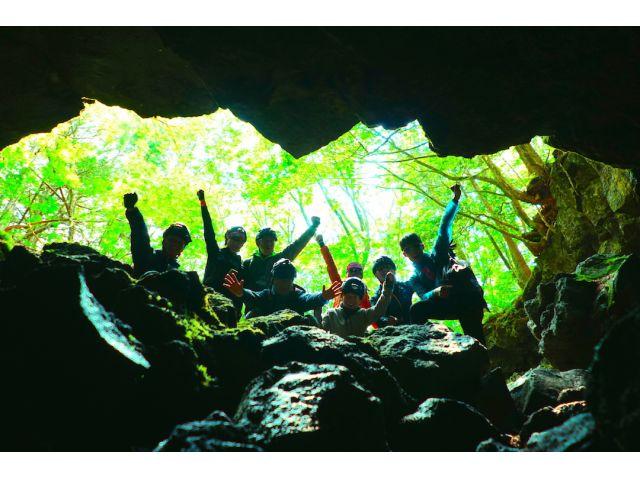冒険型ツアー、未知なる洞窟に潜入!