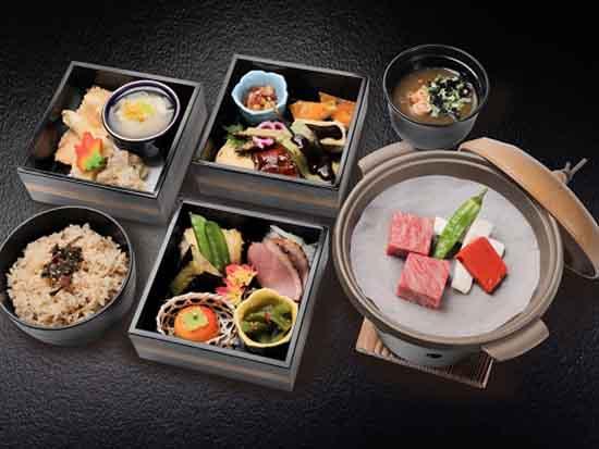 峰道レストランにて定期観光バス限定メニューの「三塔御膳」イメージ