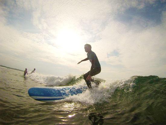「ザ・入門」サーフィンスクール!目指すは自分でテイクオフ!