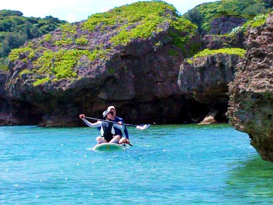 『青の洞窟』冒険パドルボード SUPで海を歩くように青の洞窟へ!