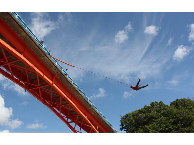 橋の上からロープを付けてダイブ!!ブリッジスウィング!