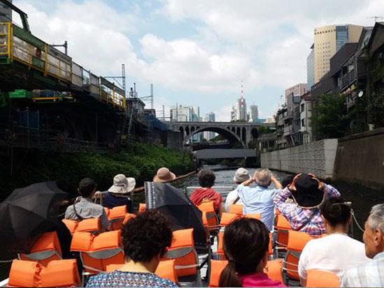 貸切船でしか行けないポケカル特別航路!船から楽しむ「水のエレベーター」(扇橋閘門)を体験!