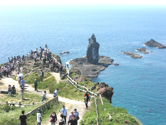 積丹半島の突端・神威岬へ向かうコース