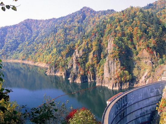 豊平峡ダムは、支笏洞爺国立公園内にあることから、環境保護のためにダム入口の冷水トンネルからダムサイトまで一般車両・バイク・自転車の乗り入れは通年禁止となっております。